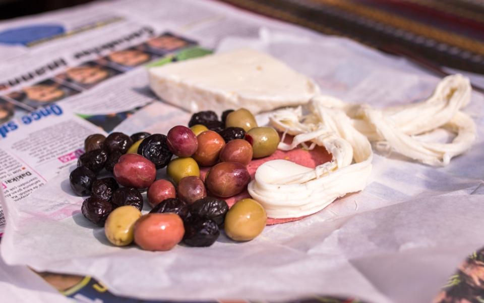 aamupala: oliivit ja juusto